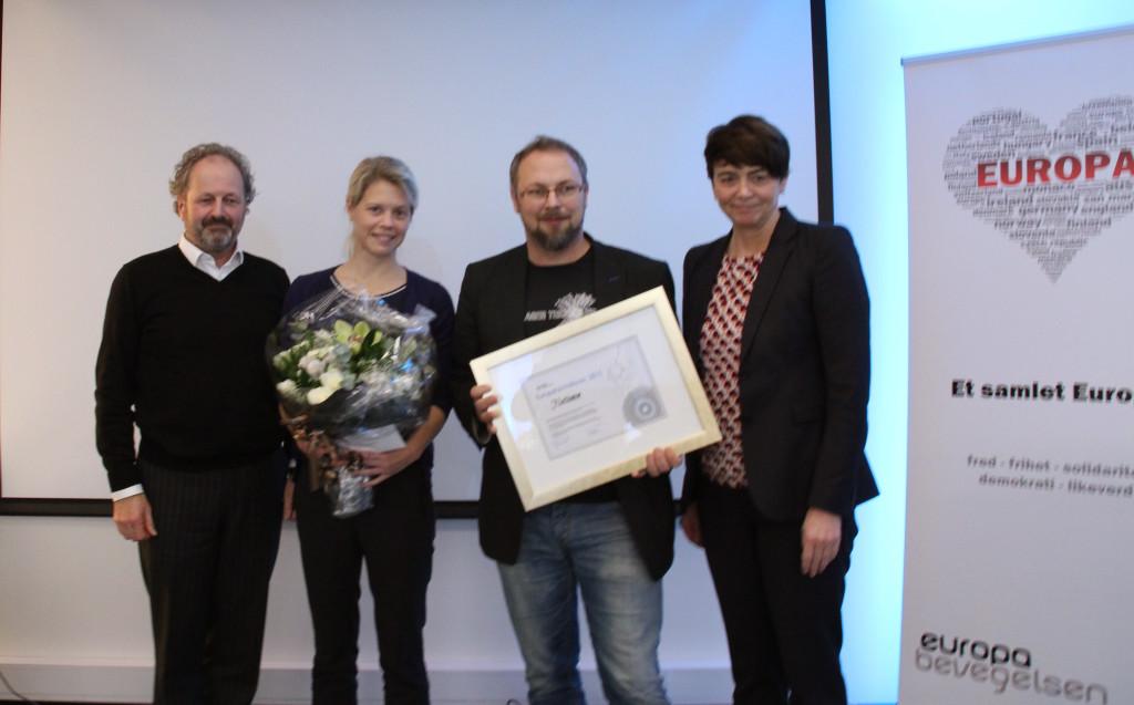 Europaformidlingsprisen  ble tatt i mot av politisk redaktør Kato Nykvist og journalist Eva Undheim. Her er de to sammen med Jan Erik Grindheim og Irene Johansen.