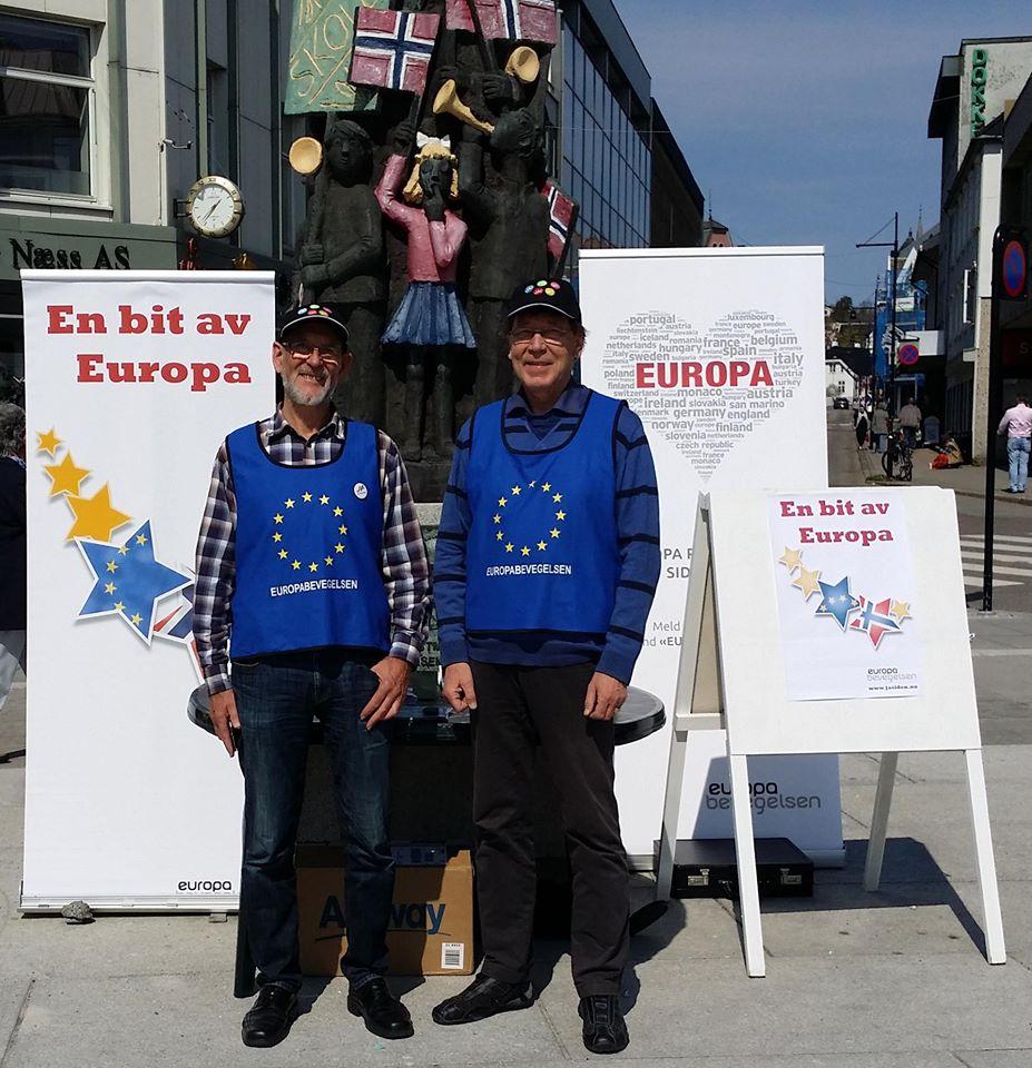 Ingen fest uten Europa-vest! Europabevegelsen i Vestfold tjustartet feiringen på lørdag 7. mai, og prydet bybildet i solfylte Sandefjord.